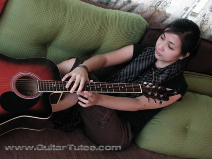 Clara Reyes on GuitarTutee Live Sessions